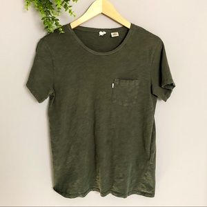 ✨3 for 20   Levi's t shirt with chest pocket